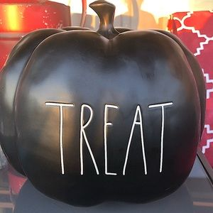 "Rae Dunn Large Black Halloween Pumpkin ""Treat"" 🎃"